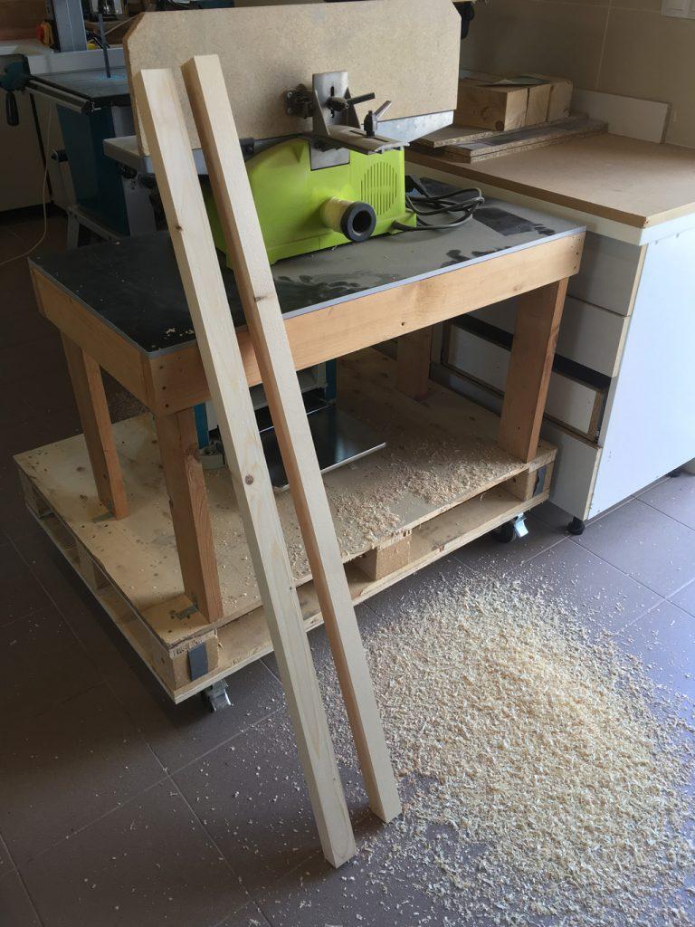 opracované drevo na búdu
