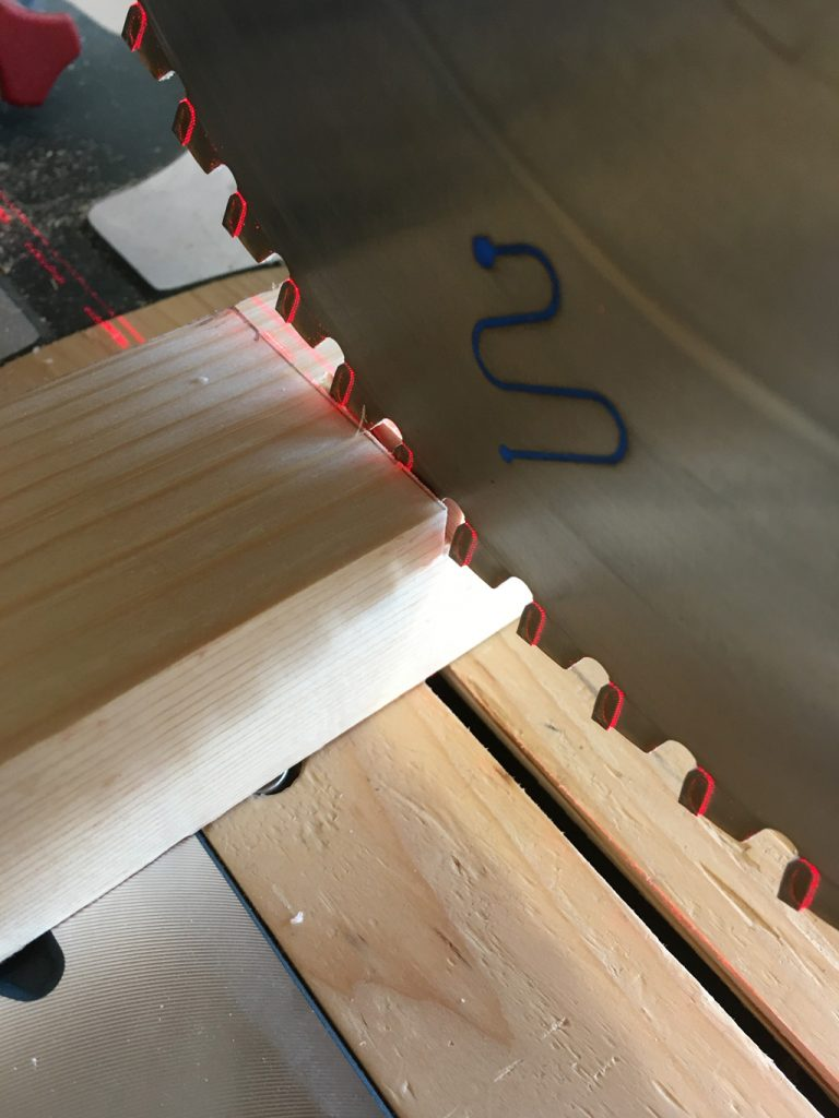 kotúč píla drevo